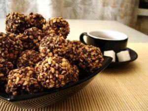 25022293_tartufi-al-cioccolato-fondente-granella-di-nocciole-0