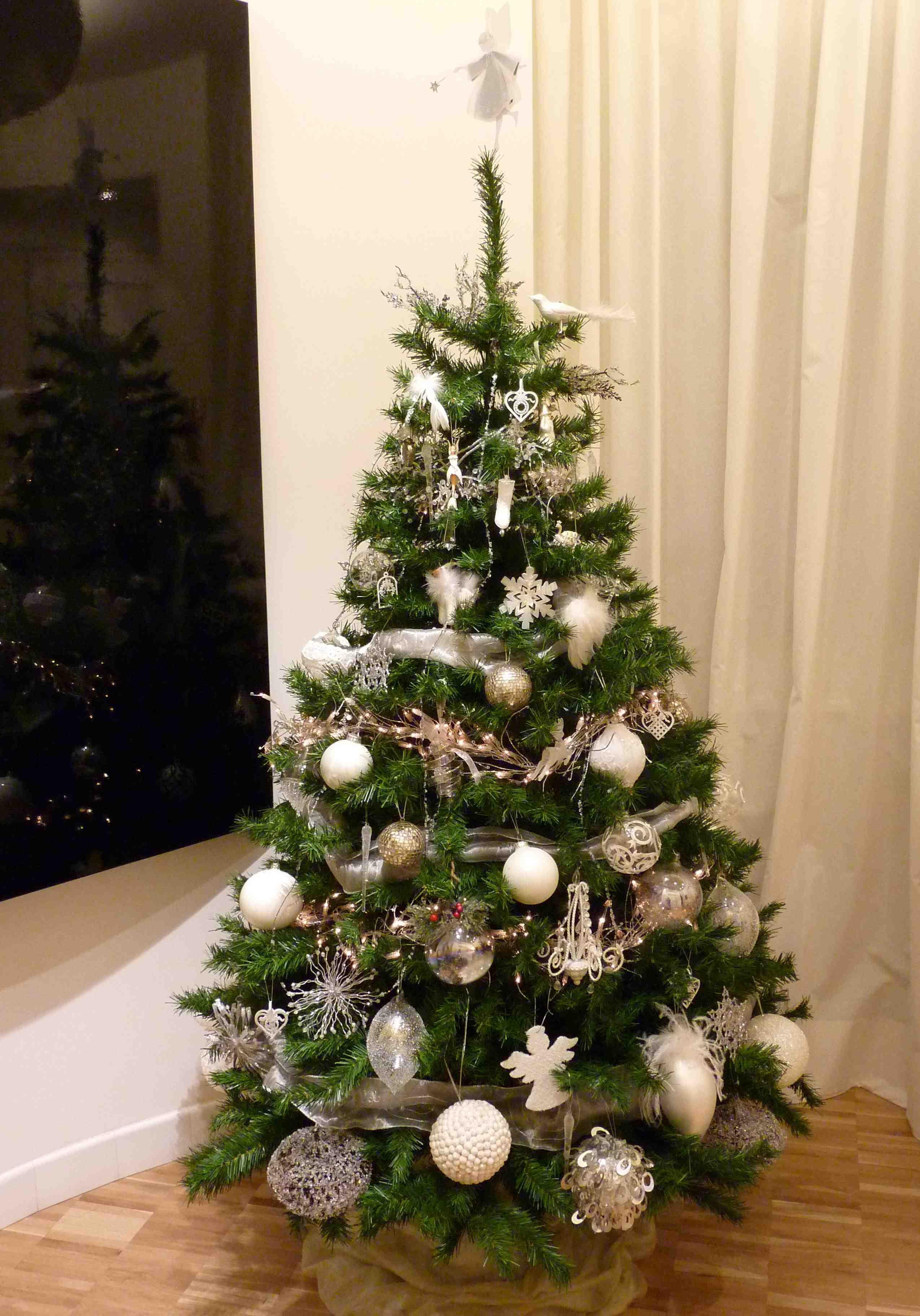 Albero Di Natale Bianco E Oro.Diy Alberi Di Natale In Their Black Shoes